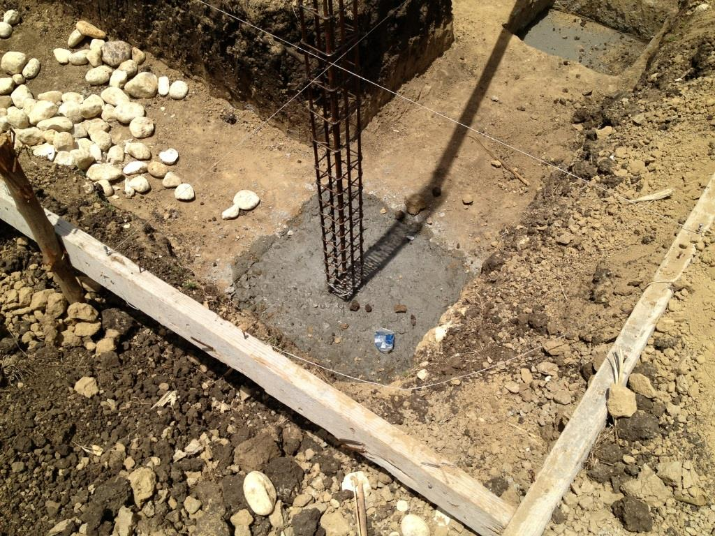 Rebar corner pillar